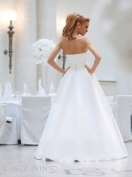 Strapless-bridal-gown